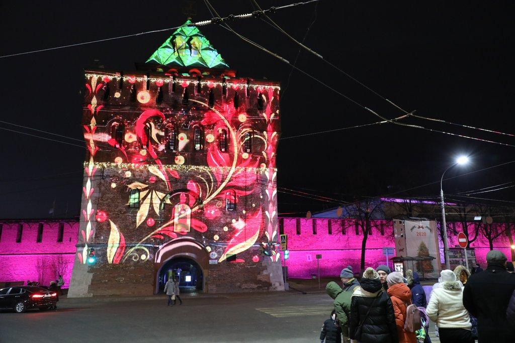 Нижегородский кремль заиграл яркими красками новой подсветки
